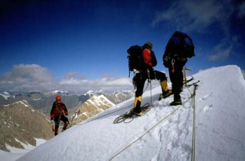 27d Alpinistka-approaching-summit