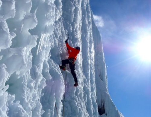 Ice-Climbing-Weeping-Wall